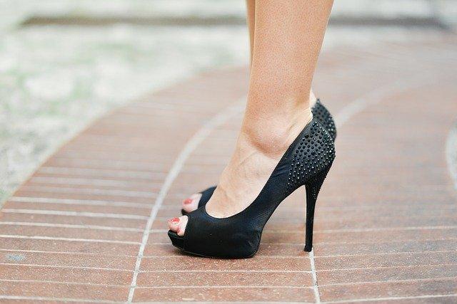 significado zapatos de tacon mujer